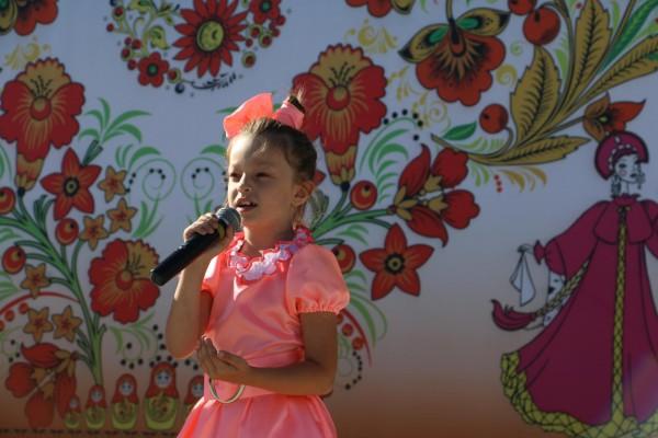 Юная певица